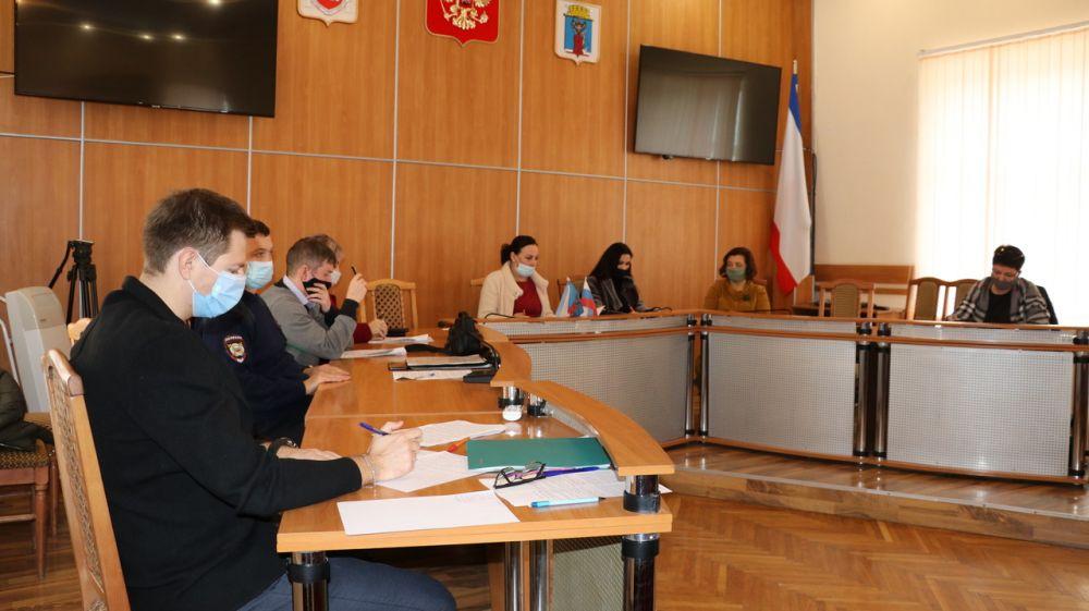 В Феодосии состоялось заседание комиссии по делам несовершеннолетних и защите их прав