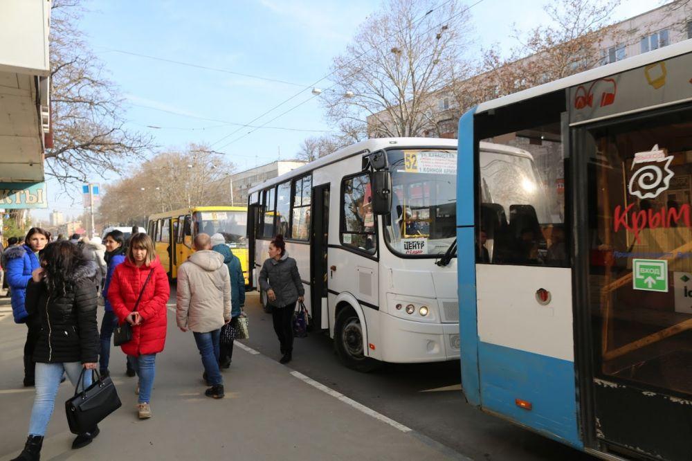 В Севастополе пассажиры автобуса задержали грабителя