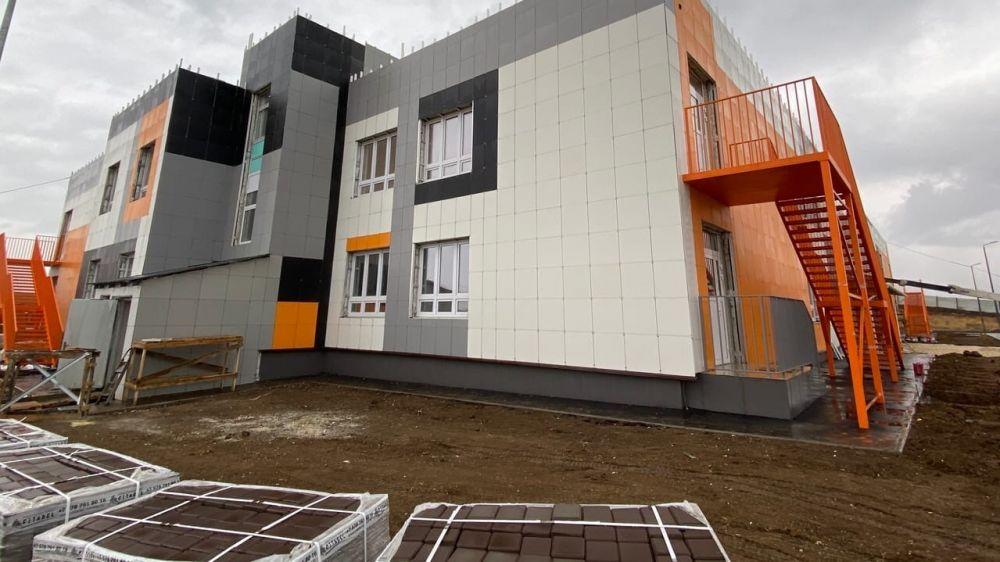 Строители детского сада в микрорайоне Симферополя вышли на финишную прямую