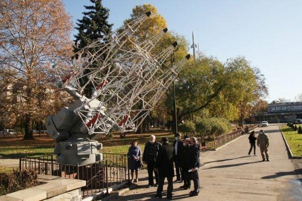 На Аллее космонавтики установили антенные системы