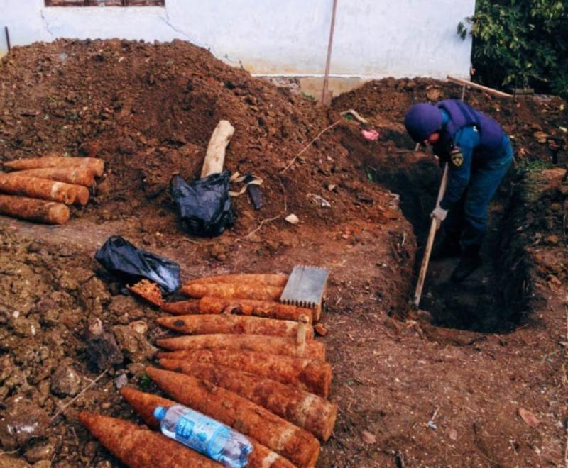 Во дворе частного дома в Севастополе нашли более двух десятков снарядов
