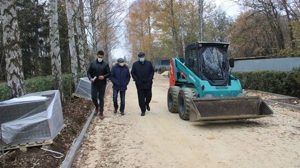 Заместитель министра экологии и природных ресурсов Республики Крым Сергей Компанейцев провел мониторинг строительно-монтажных работ на объектах благоустройства Джанкойского района