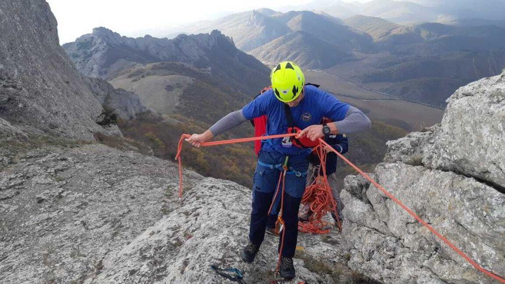 Спасатели ГКУ РК «КРЫМ-СПАС» эвакуировали пострадавшего из горно – лесной зоны вблизи горы Таракташ