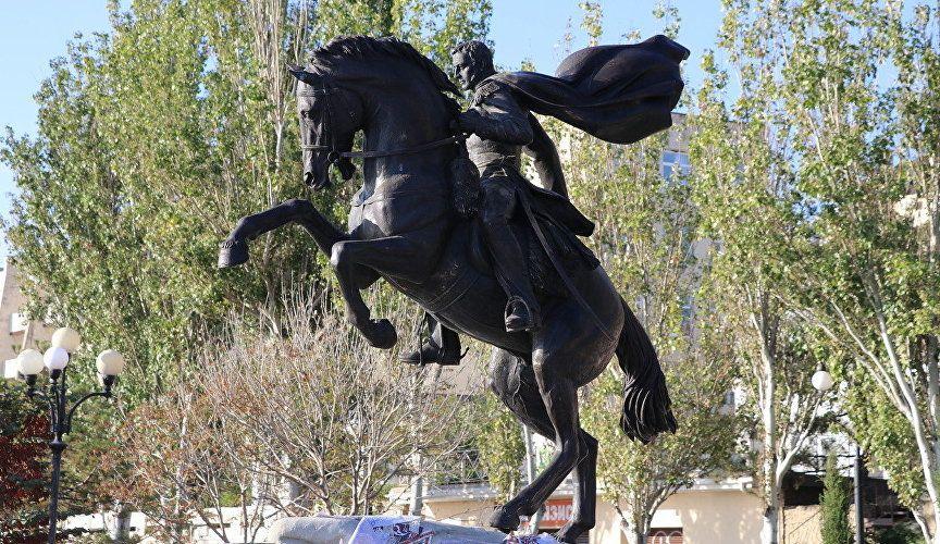В Феодосии появился памятник генералу Котляревскому