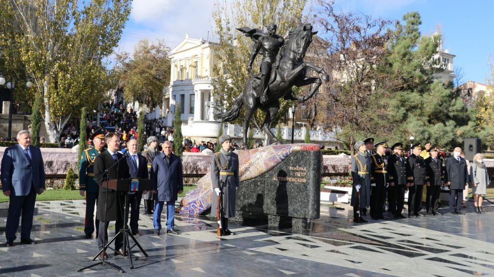 Набережную Феодосии украсил памятник генералу Котляревскому