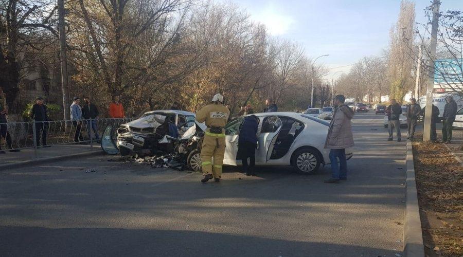 Два человека пострадали в аварии у радиорынка в Симферополе