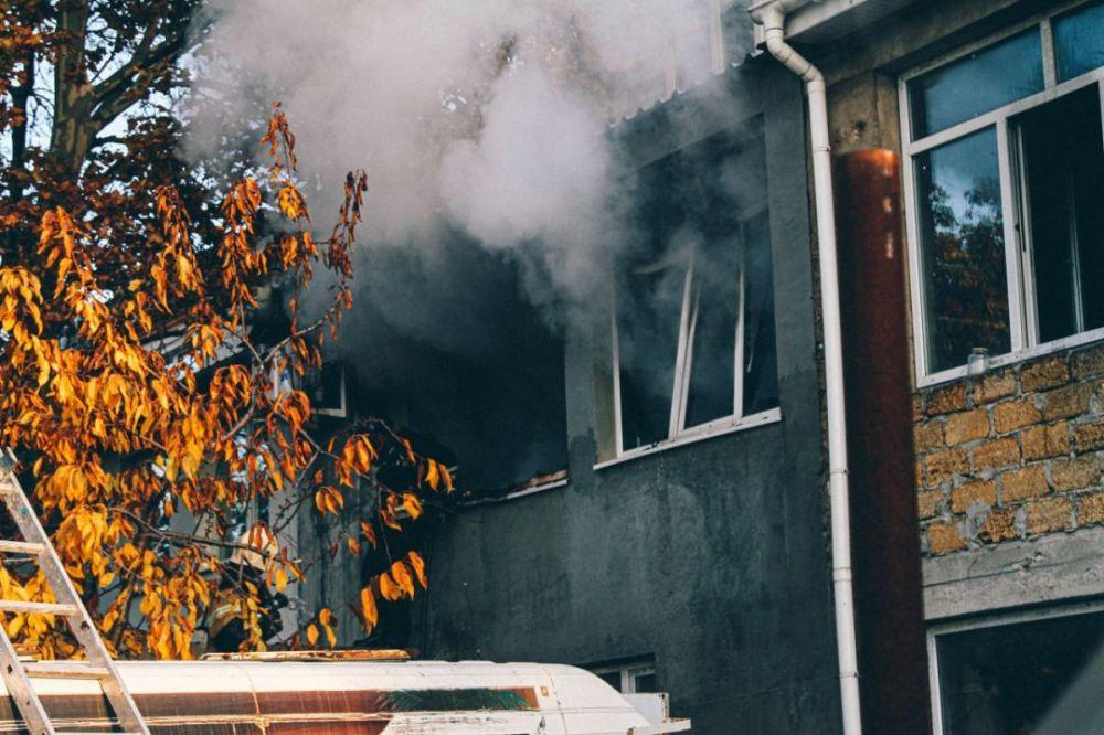 В Севастополе на пожаре из жилого дома в районе Херсонеса эвакуировали 12 человек
