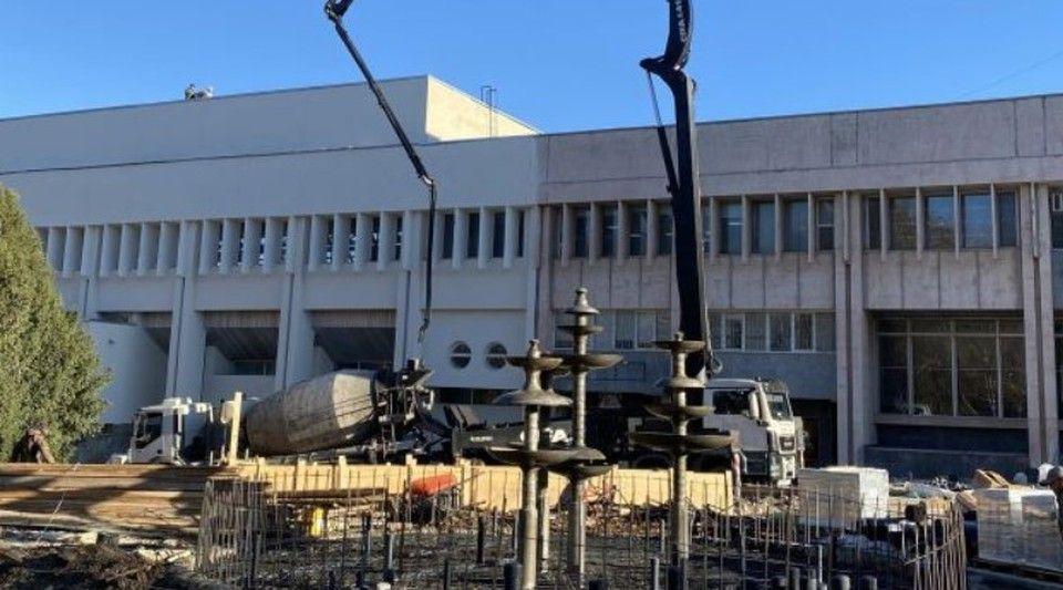 Власти Крыма рассказали, на каком этапе находится реконструкция сквера возле ДКП в Симферополе