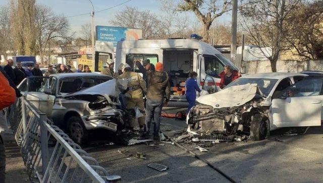 Лобовое ДТП в Симферополе: пострадали два человека