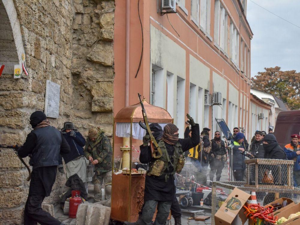 На улицах Евпатории заметили вооруженных людей