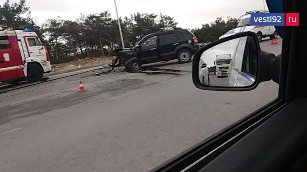 В лобовом столкновении автомибилей в Севастополе пострадали два человека
