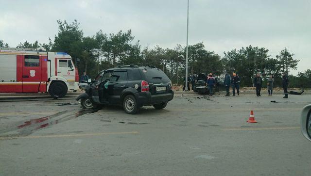 В Севастополе столкнулись два внедорожника: водители в больнице