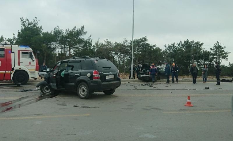 Лобовое ДТП на время остановило движение по Камышовому шоссе