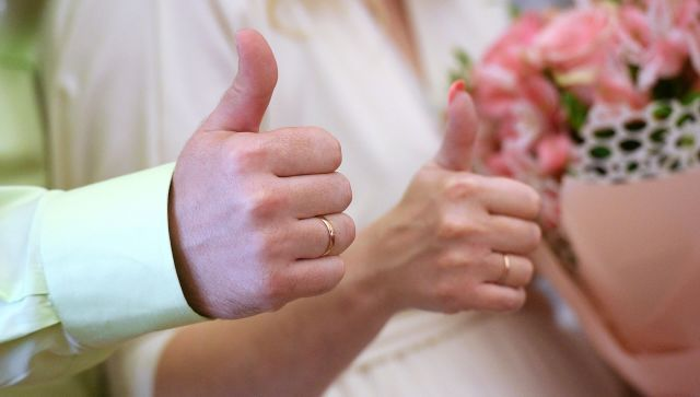 Замуж каждый год: американка 24 раза расписалась со своим мужем