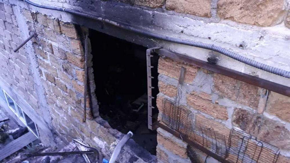 В Щелкино успели потушить пожар в гараже, где хранились газовые баллоны