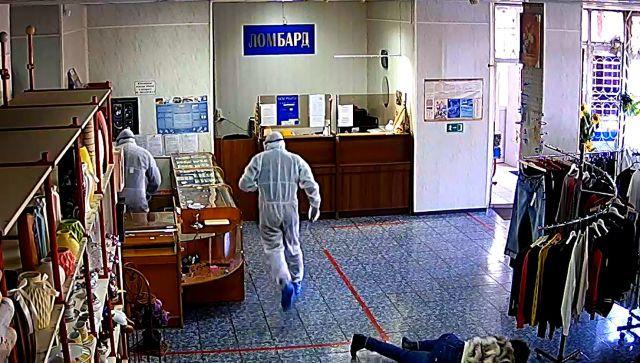 Под гимн и в ковидных костюмах: на Кубани ограбили ювелирный - видео