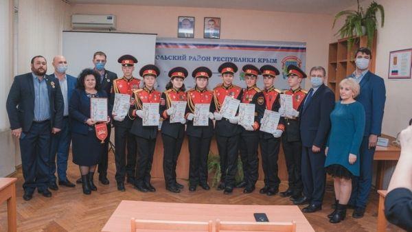 Владимир Бобков наградил юнармейцев - победителей регионального конкурса