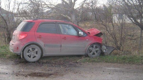 В Советском районе Крыма автомобиль столкнулся с деревом