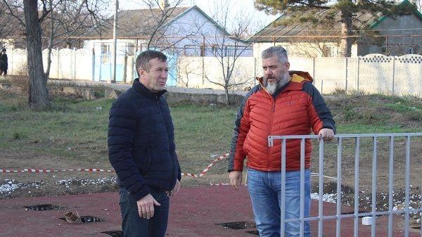 Геннадий Нараев оценил степень выполнения строительно-монтажных работ на объектах благоустройства Джанкойского района