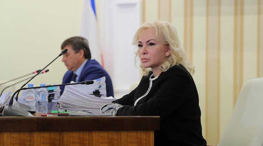 Сенатор от исполнительной власти Крыма отчиталась о деятельности за осеннюю сессию