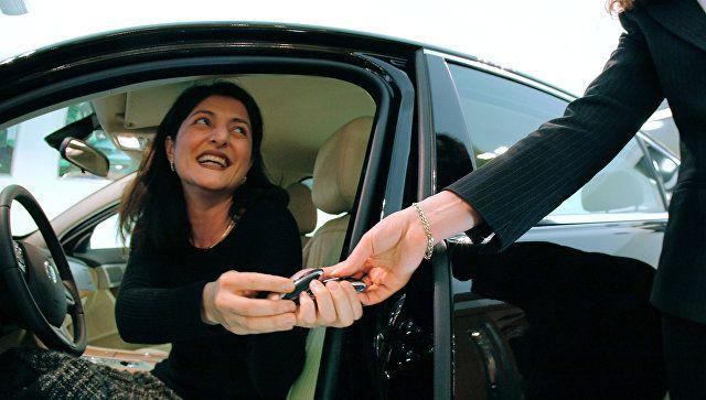 Штрафы в нагрузку: россиянку обманули при покупке авто