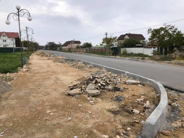 После публикаций в СМИ на дорогах Феодосии заметили ямы