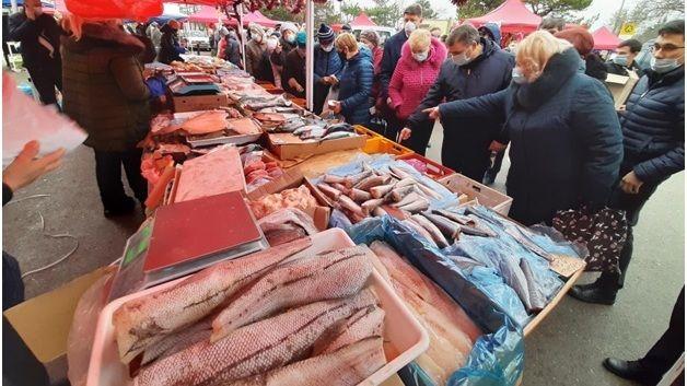 Продолжается сезон сельскохозяйственных ярмарок в предновогоднем формате в городе Симферополе