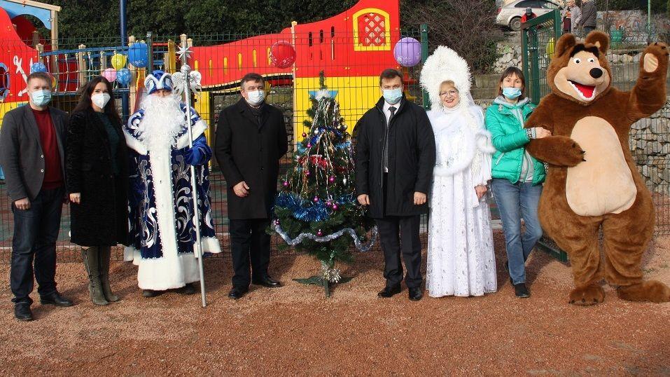 В Никите состоялось открытие детской площадки