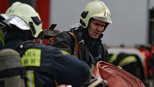 В Белогорске эвакуировали семь человек на пожаре в многоэтажке