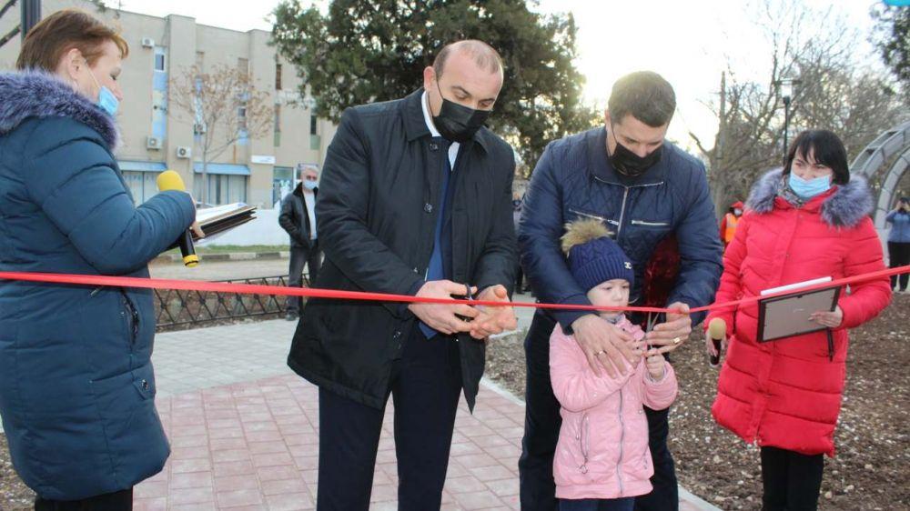 В пгт.Николаевка открыли новый сквер на территории набережной