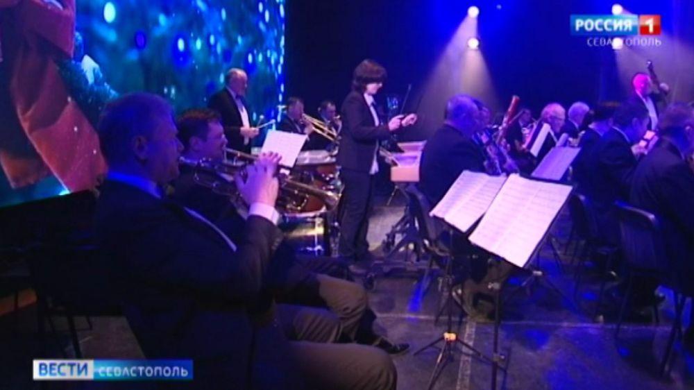 Симфонический оркестр Севастополя дарит новогоднее настроение онлайн