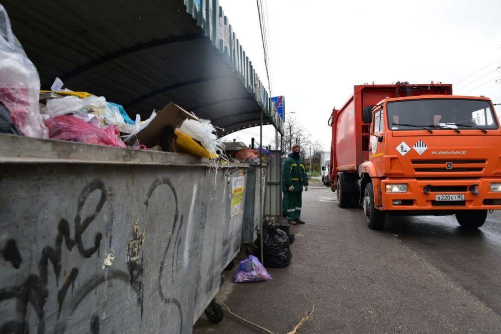 В Керчи и Евпатории к вывозу мусора приступил новый подрядчик регионального оператора