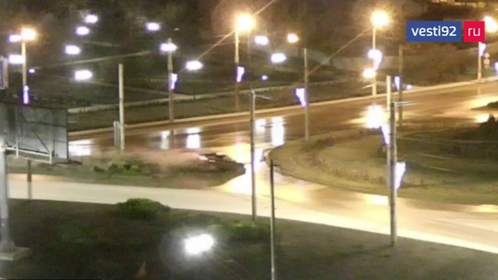 В Севастополе иномарка въехала на кольцо у парка Победы