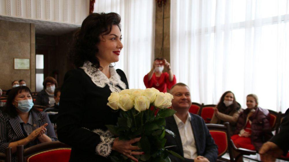Арина Новосельская приняла участие в торжественной церемонии вручения керченским школам искусств новых музыкальных инструментов