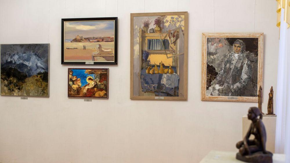 Живописные и скульптурные произведения крымских мастеров представлены в Симферопольском художественном музее