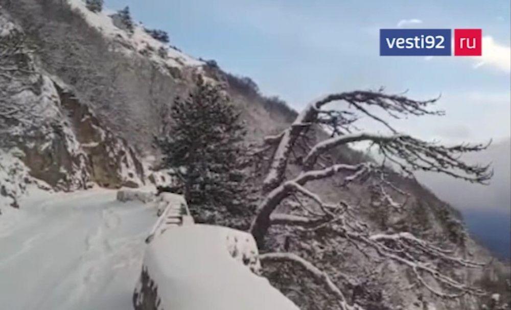 На Южном берегу Крыма впервые за зиму выпало 10 сантиметров снега