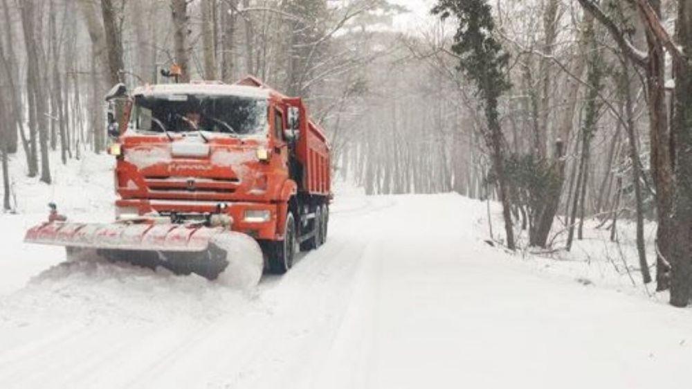 Крымчан просят воздержаться от поездок из-за сильного снегопада