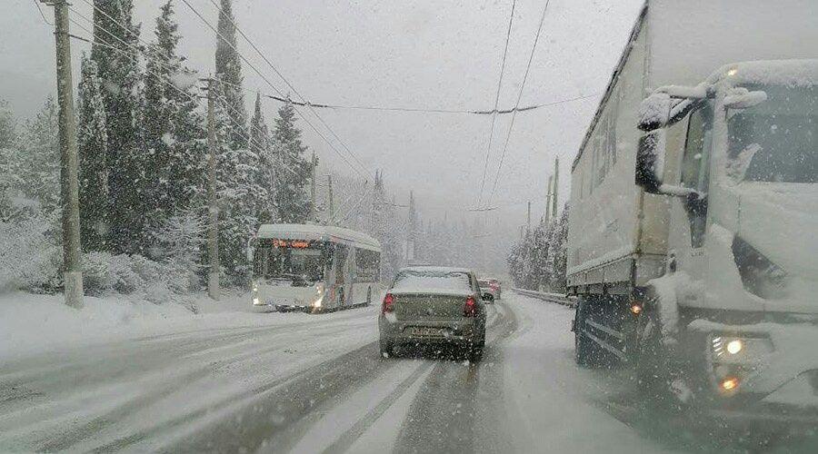 Движение по дороге на ЮБК перекрыто из-за сугробов
