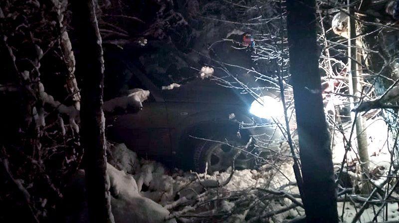 У села Соколиное в Крыму автомобиль застрял на лесной дороге ночью