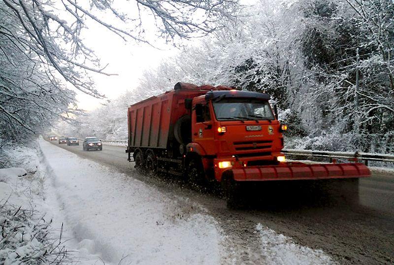За сутки «Севавтодор» обработал свыше 500 км дорог