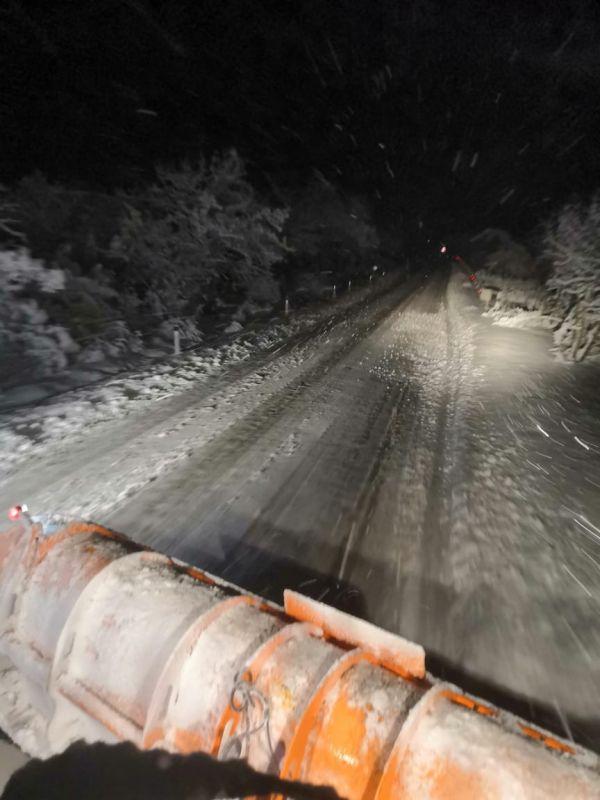 Крымские коммунальщики за сутки очистили от снега более 2300 километров дорог