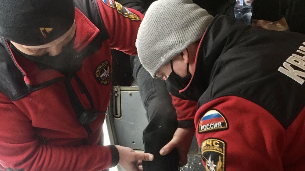 Вторые сутки крымские спасатели оказывают помощь любителям зимнего отдыха
