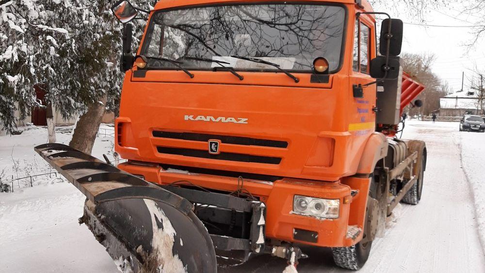 На дорогах Ленинского района работает снегоуборочная техника