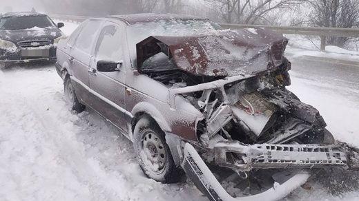 """В массовой """"снежной"""" аварии в Крыму пострадали двое детей и взрослый"""