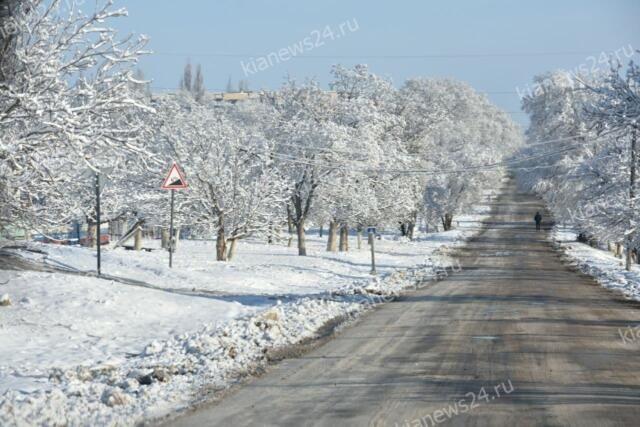 Аксёнов назвал уборку дорог в Крыму в снегопад отвратительной