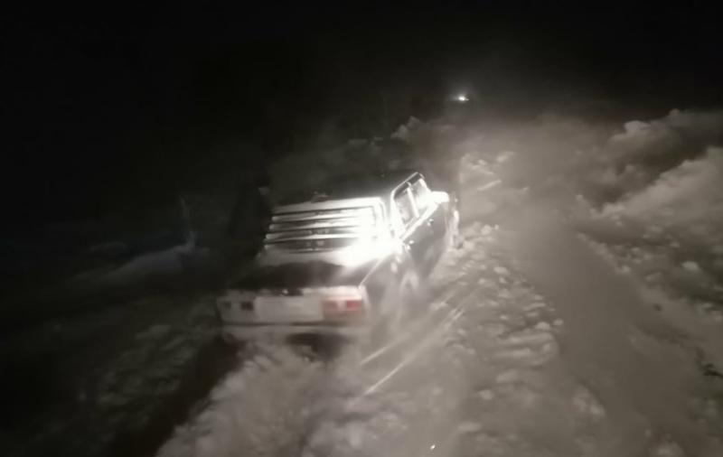 Крымские спасатели освободили 19 автомобилей из снежных переметов