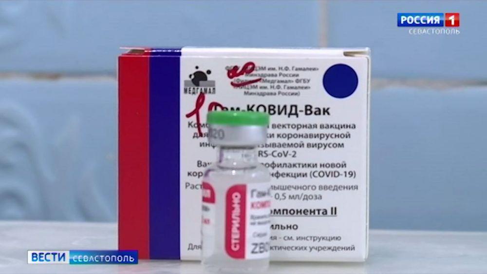В Севастополе продолжают прививать от коронавируса медиков и педагогов