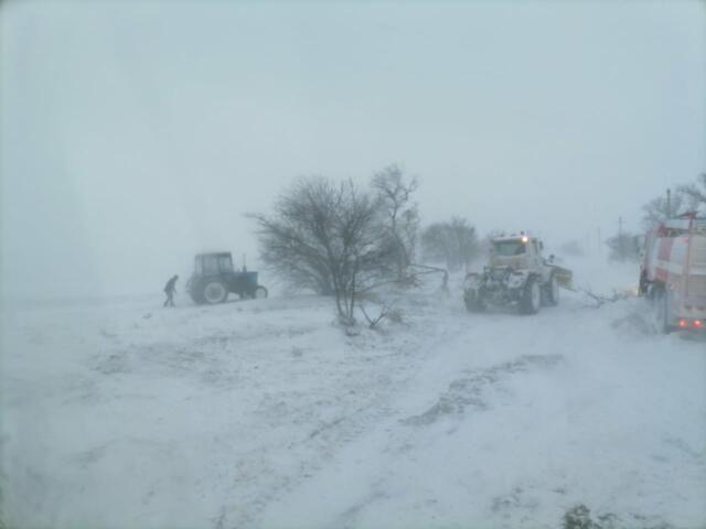 19 машин спасатели вытащили из снега в Ленинском районе Крыма