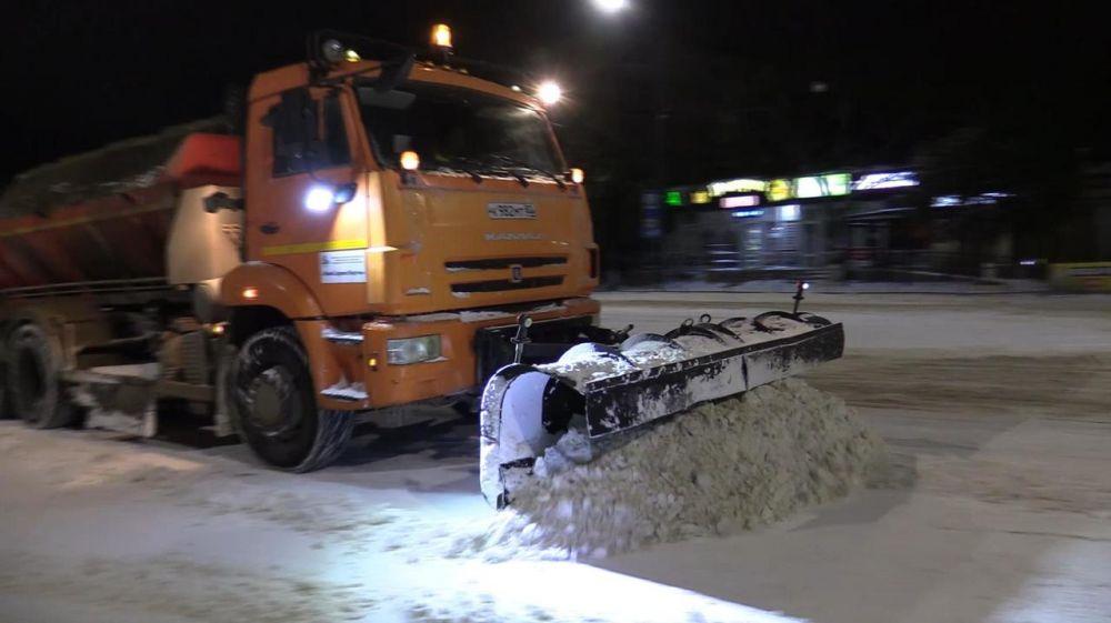 Работа по расчистке дорог в Керчи велась всю ночь