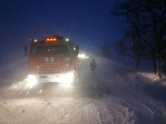 На трассе Бахчисарай-Ялта из пяти снегоуборочных машин работали только две